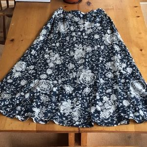 Beautiful blue and white floral A line skirt EUC